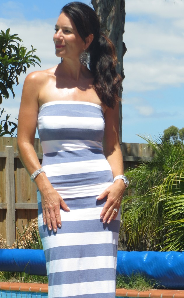 Strapless blue & white maxi close