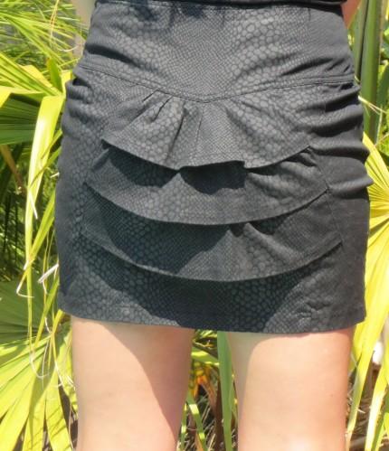 Black ruffle skirt, sequinned top back