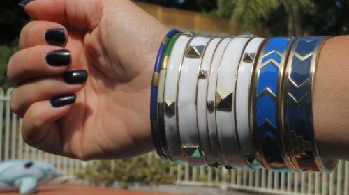 Blue & white bangles, blue nails