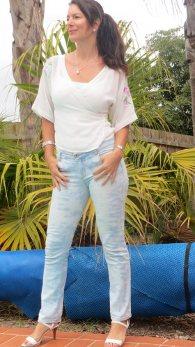 White-wash jeans front 3