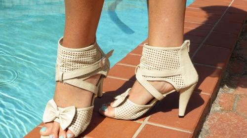 Beige boot-shoe bow-tie