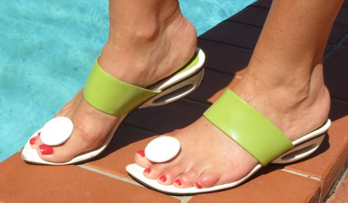 Django & Juliette white & green sandals