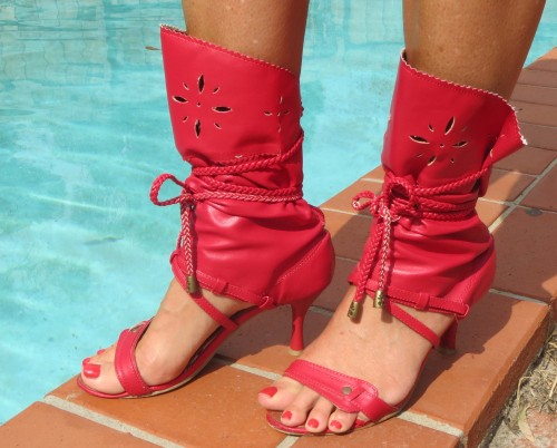 Red shoe-boots