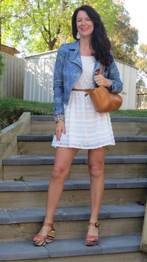 White lace dress, jkt
