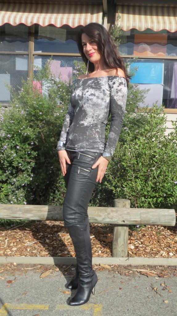 Leather jkt, jeans 5