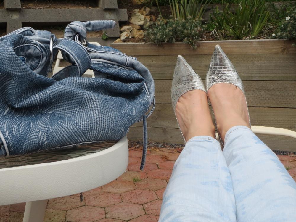Stonewash jeans, handbag 6