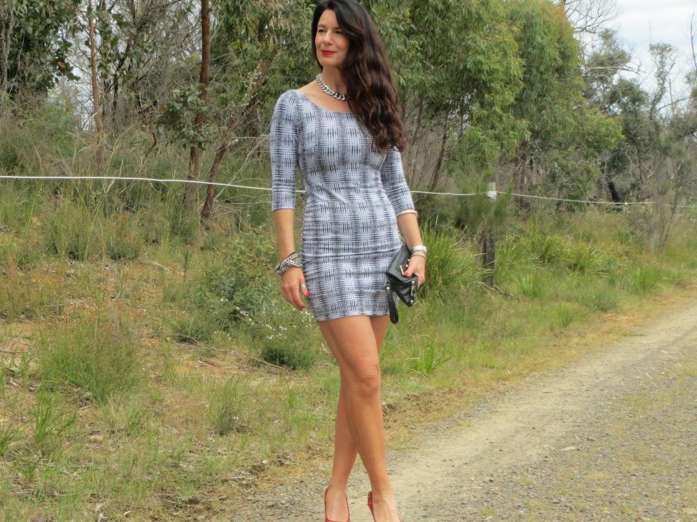 Zip backless dress slider 1
