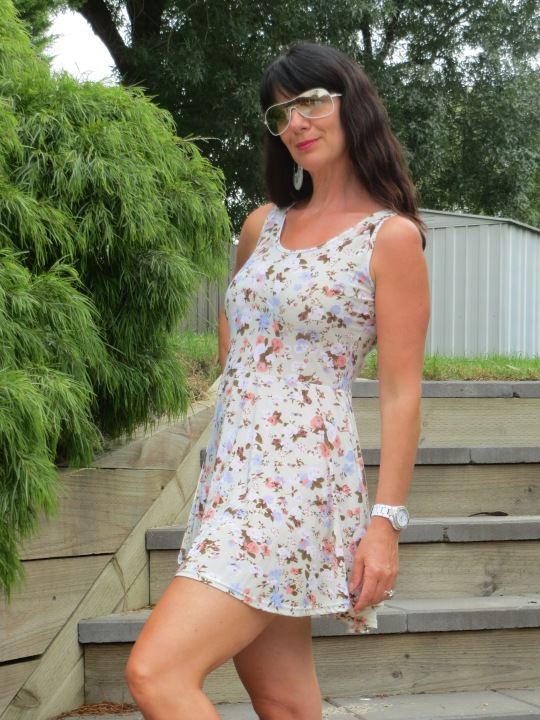 Floral pale green dress 6